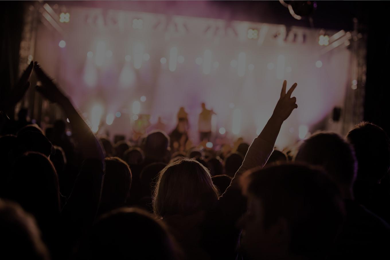 Reciba información de productos mientras está disfrutando de un concierto, evento o película…
